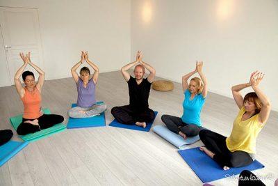 Professeur de yoga (padma asana)